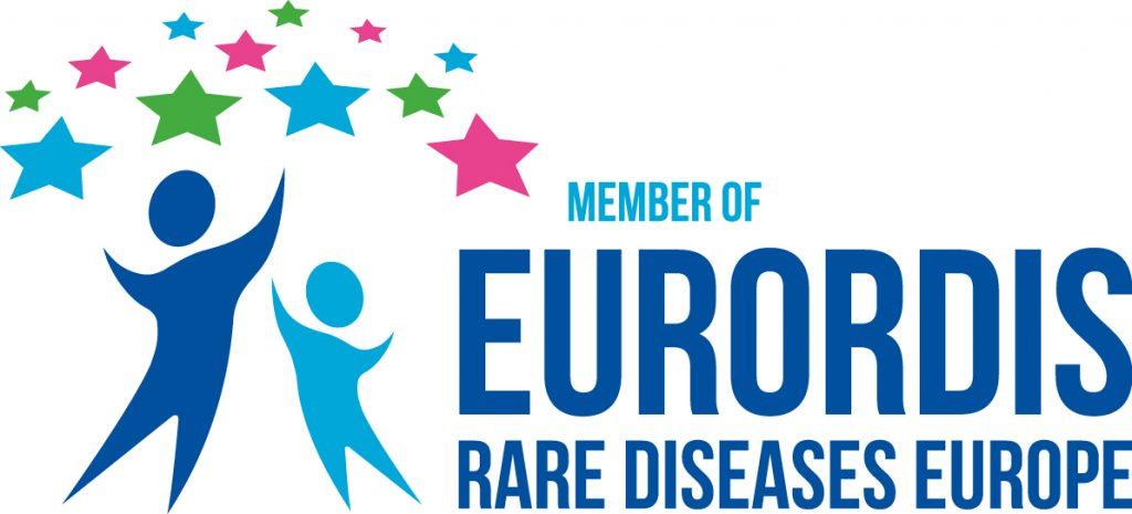 Logo des membres de Eurordis représentant 2 personnages qui tendent les bras vers des étoiles aux couleurs bleues, roses et vertes.